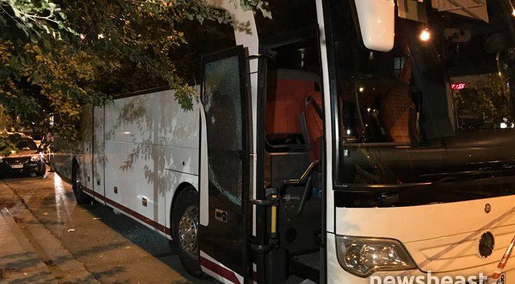 Οδηγός ΙΧ πυροβόλησε λεωφορείο έξω από κεντρικό ξενοδοχείο της Αθήνας